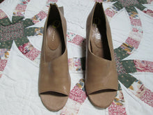 Womens Leather Shoes Peep Toe High Heel Pumps Size 9 Aerosols 3 in heel