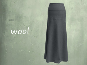 Lange wollen rok in zandloper lijn / Long wool skirt in hourglass line