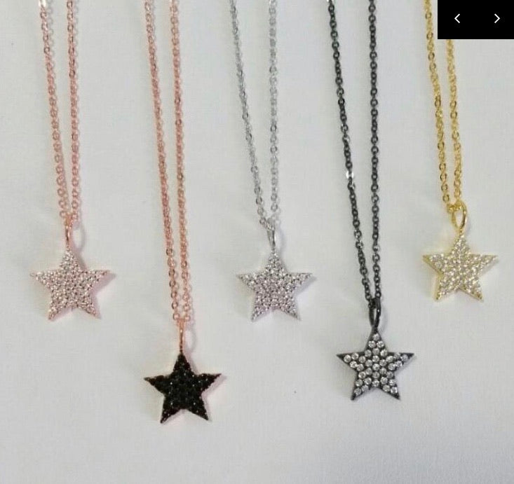 Simple Star Necklace Gold