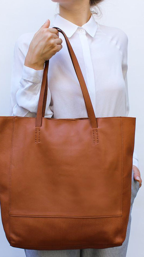 Favorite Tote M Bag