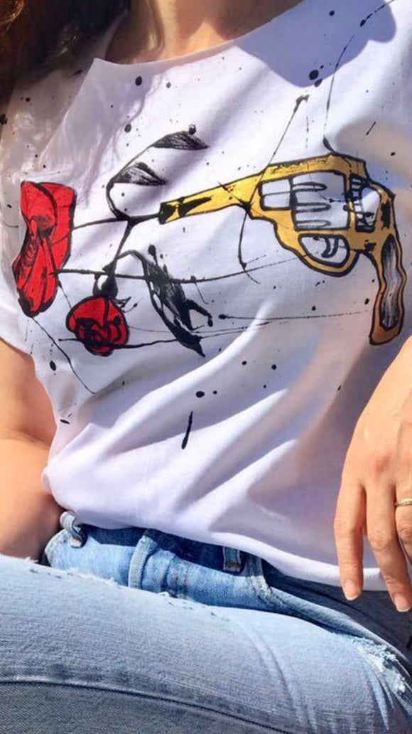 Hande Drawing T-shirt /Roses & Gun