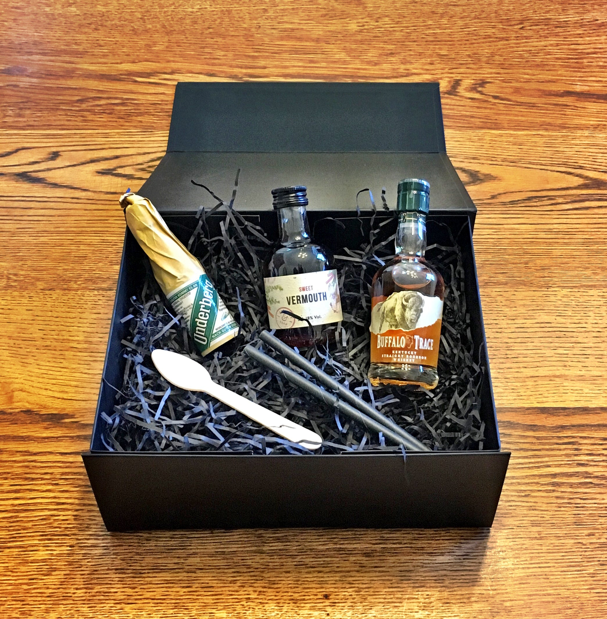 inside manhattan cocktail kit box