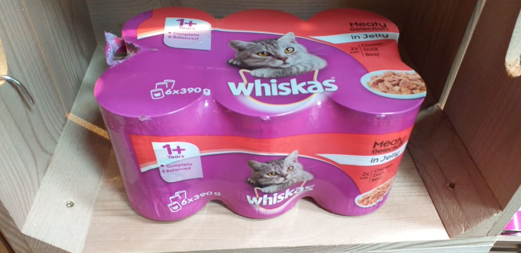 Whiskas 6 pack of tinned Meaty Selection (Chicken, Duck and Beef).