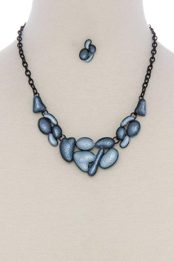Geometric shape short necklace