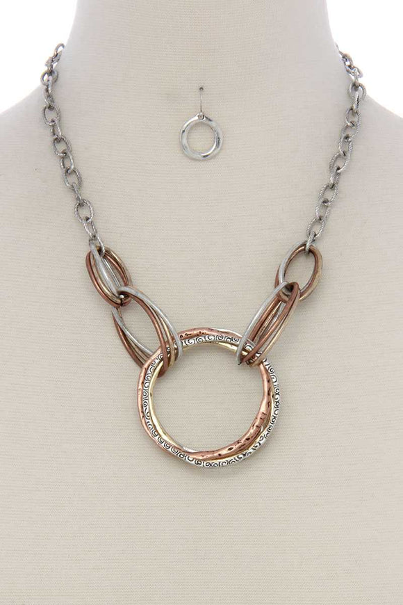 Hammered circle linked short necklace