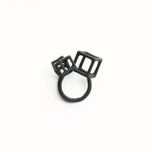 anello_cubetti_bijouets_nero_stampa_3d_made_in_italy
