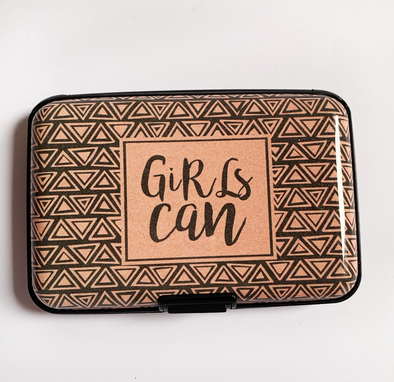 "Protector de tarjetas ""girls can"""