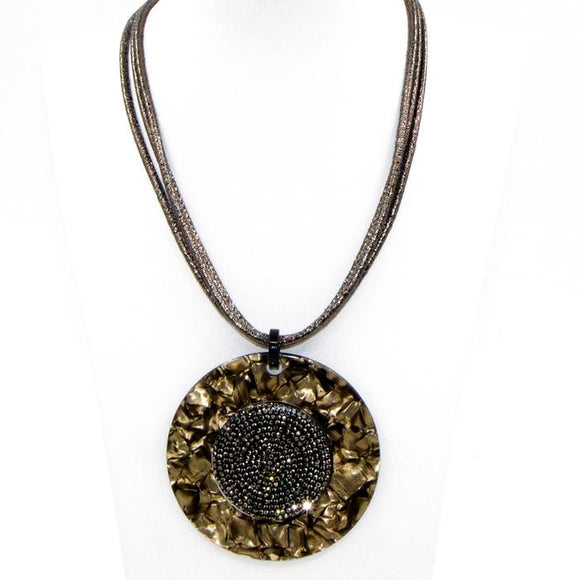 SHORT RESIN NECKLACE WITH GUN ENCRUSTED CENTRAL SECTION