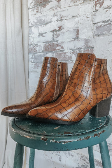 Celeste Shoes - Tan Crocodile