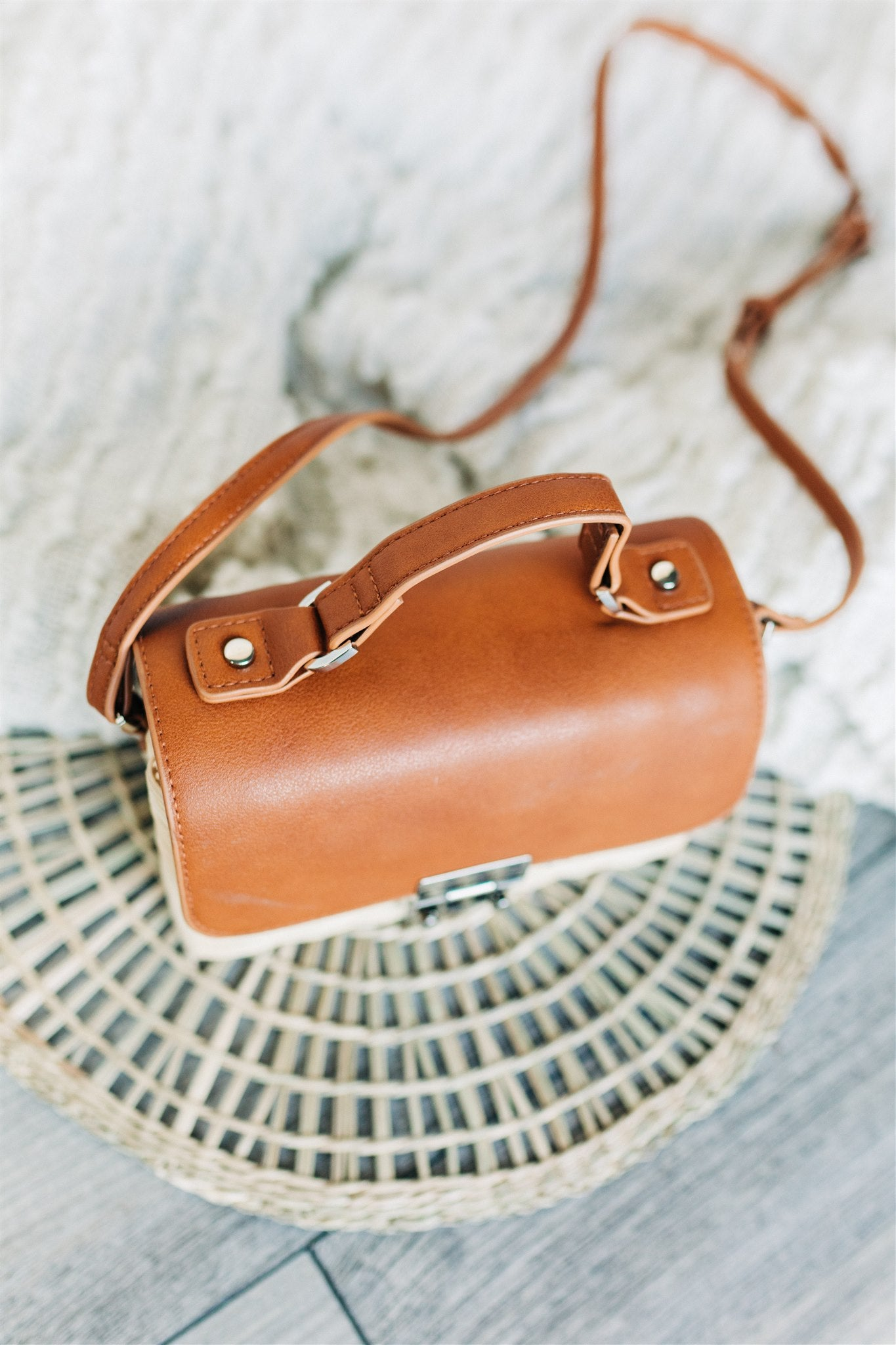 Straw Messenger Crossbody Bag - Camel