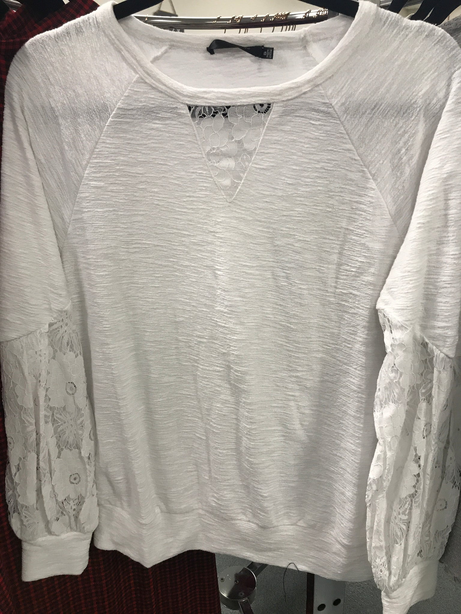 97 White lace sleeves
