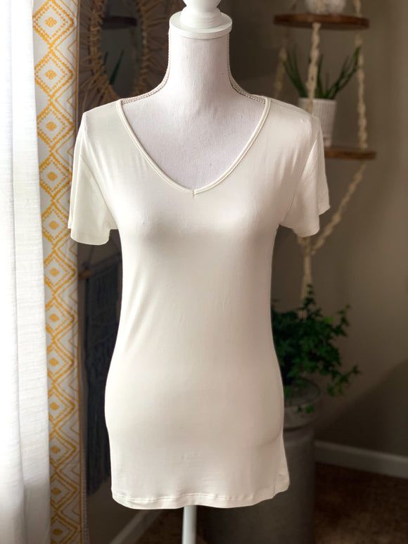 *Basic V-Neck Top - M*