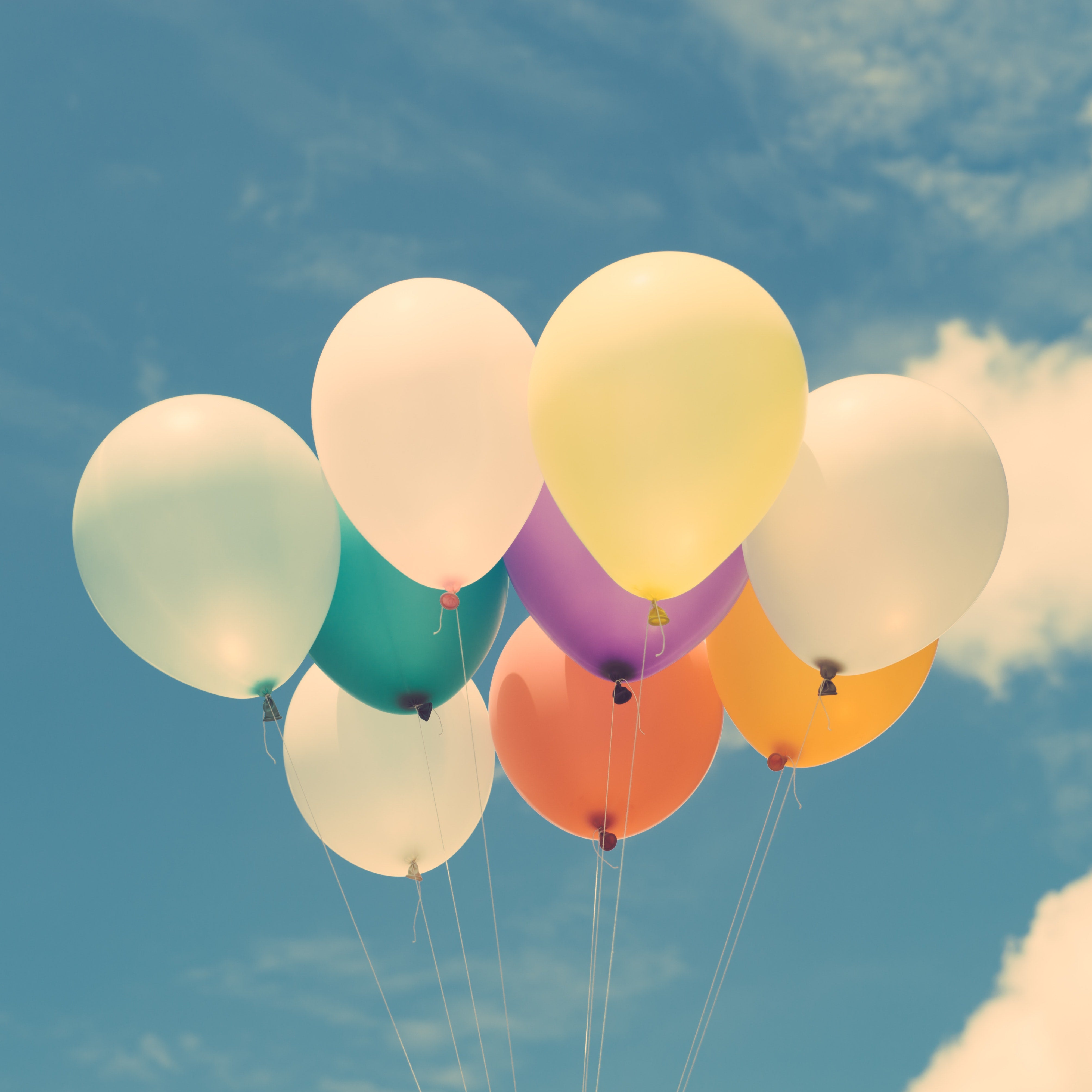 balloons-calm-clouds-574282