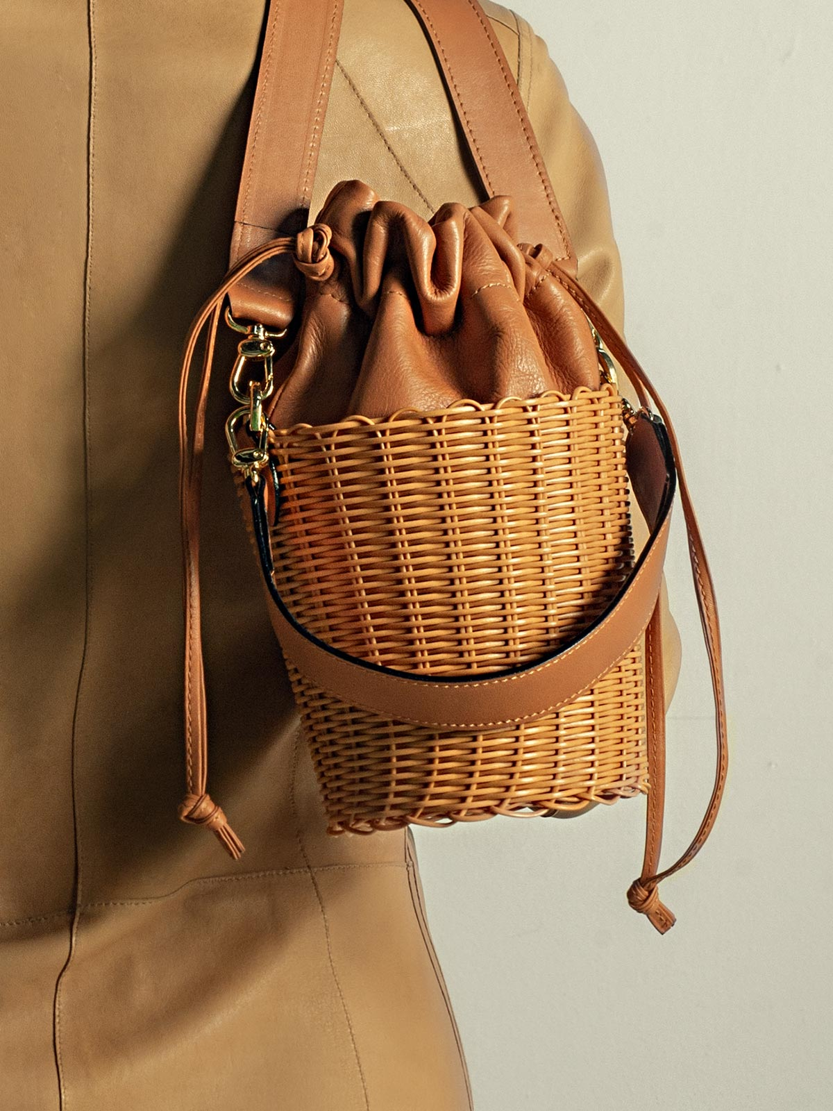 Woven Bucket Bag | Brown