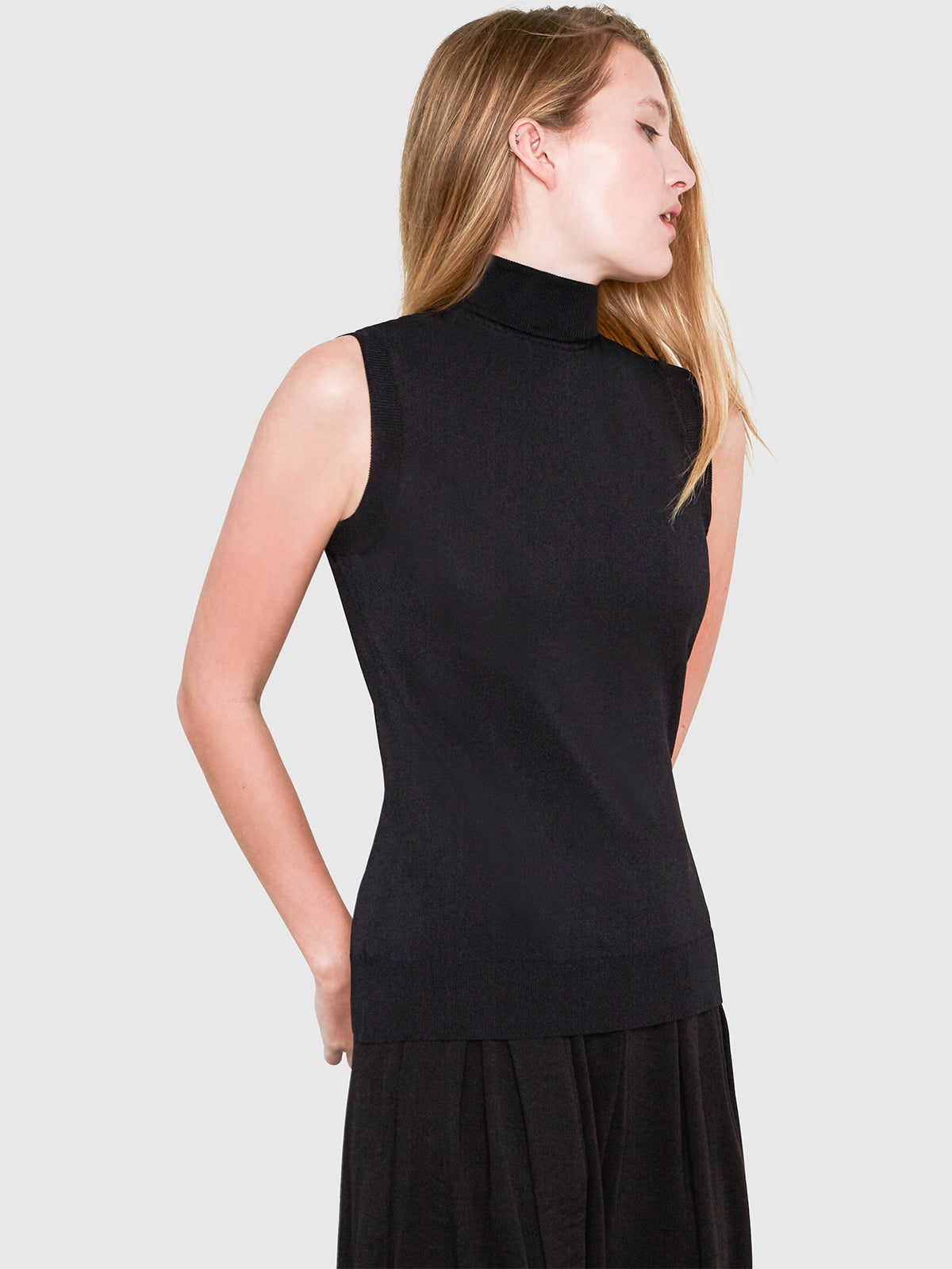 Hepburn Sleeveless Turtleneck Sweater | Black