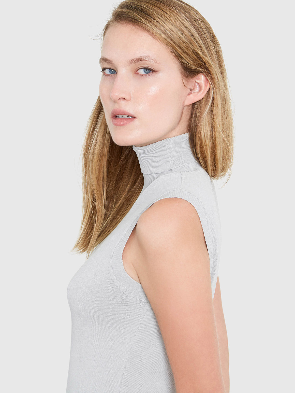 Hepburn Sleeveless Turtleneck Sweater | Smoke