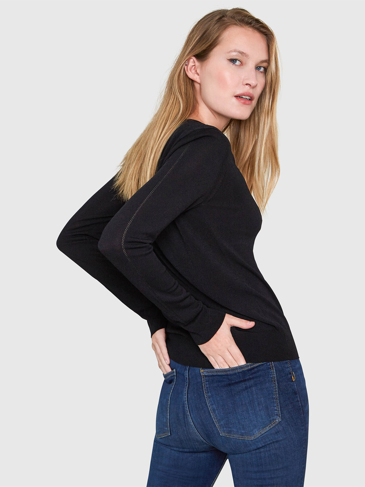 Livia Long Sleeve V-Neck Sweater | Black