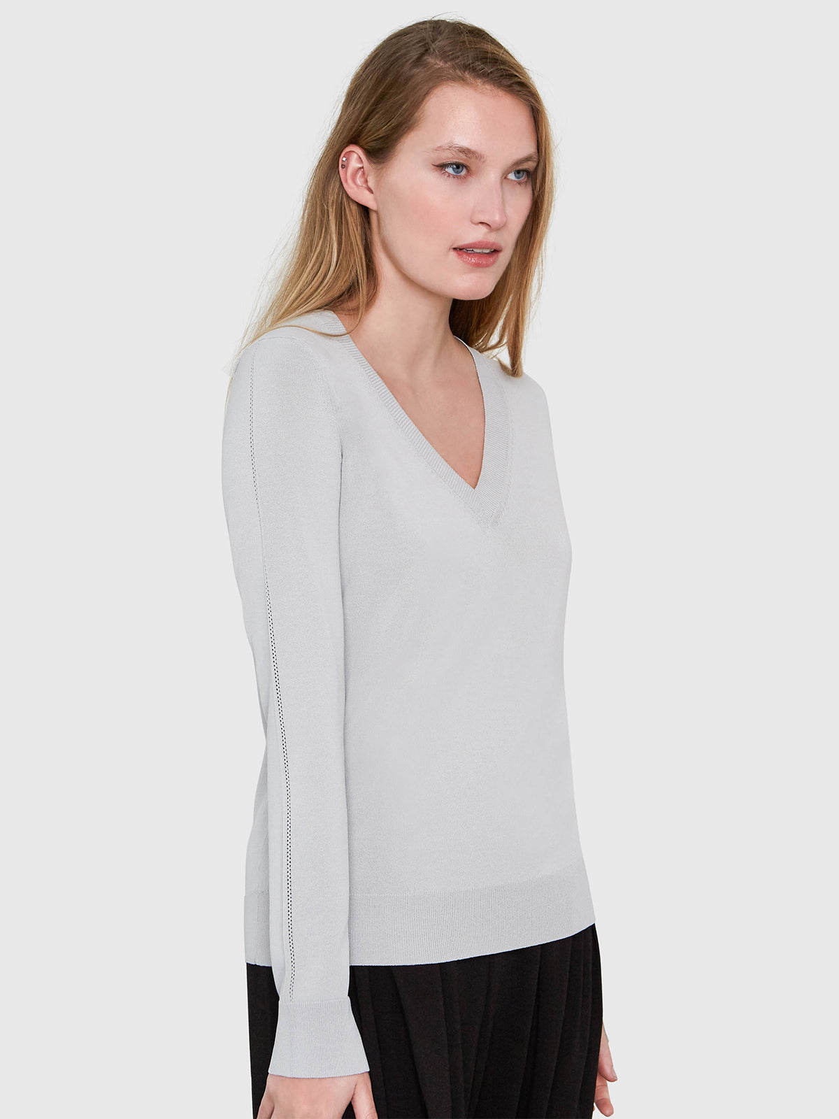 Livia Long Sleeve V-Neck Sweater | Smoke Livia Long Sleeve V-Neck Sweater | Smoke