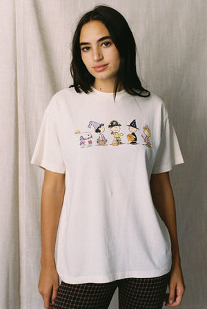 Peanuts Trick Or Treat Vintage Fit Tee Thumbnail - Desert Dreamer