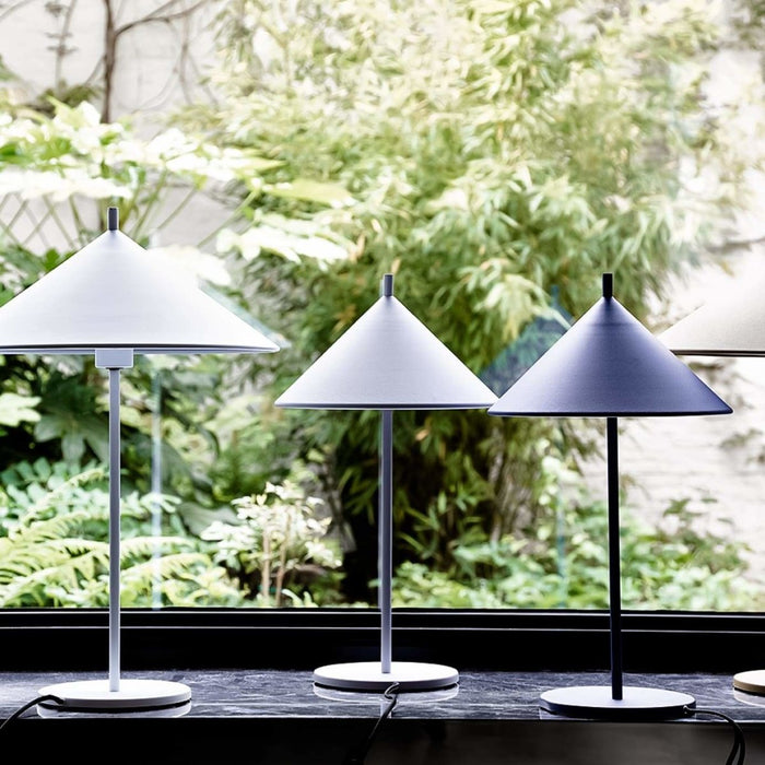 Bordslampa Triangel, vit - Posh Living