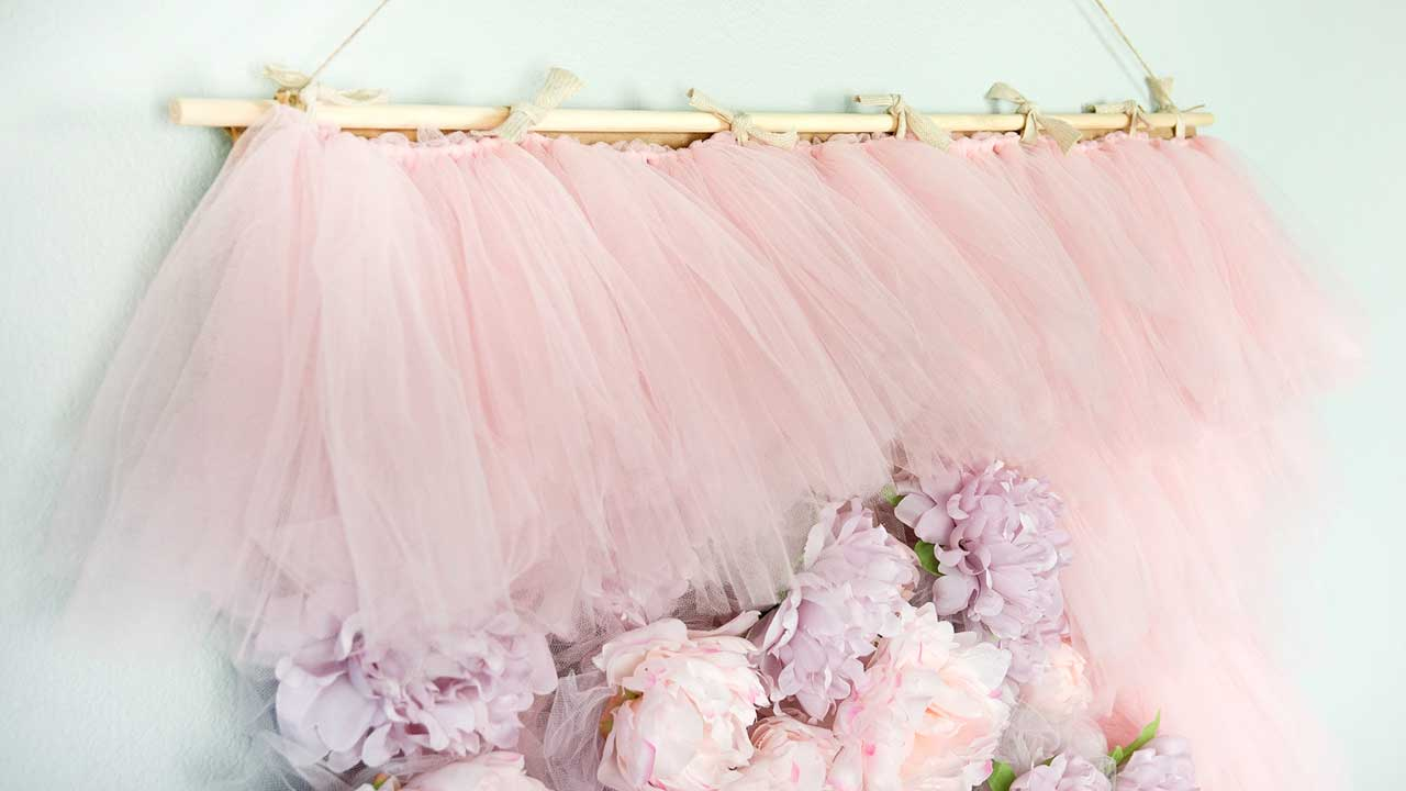 How To Make a Tulle Frame Backdrop