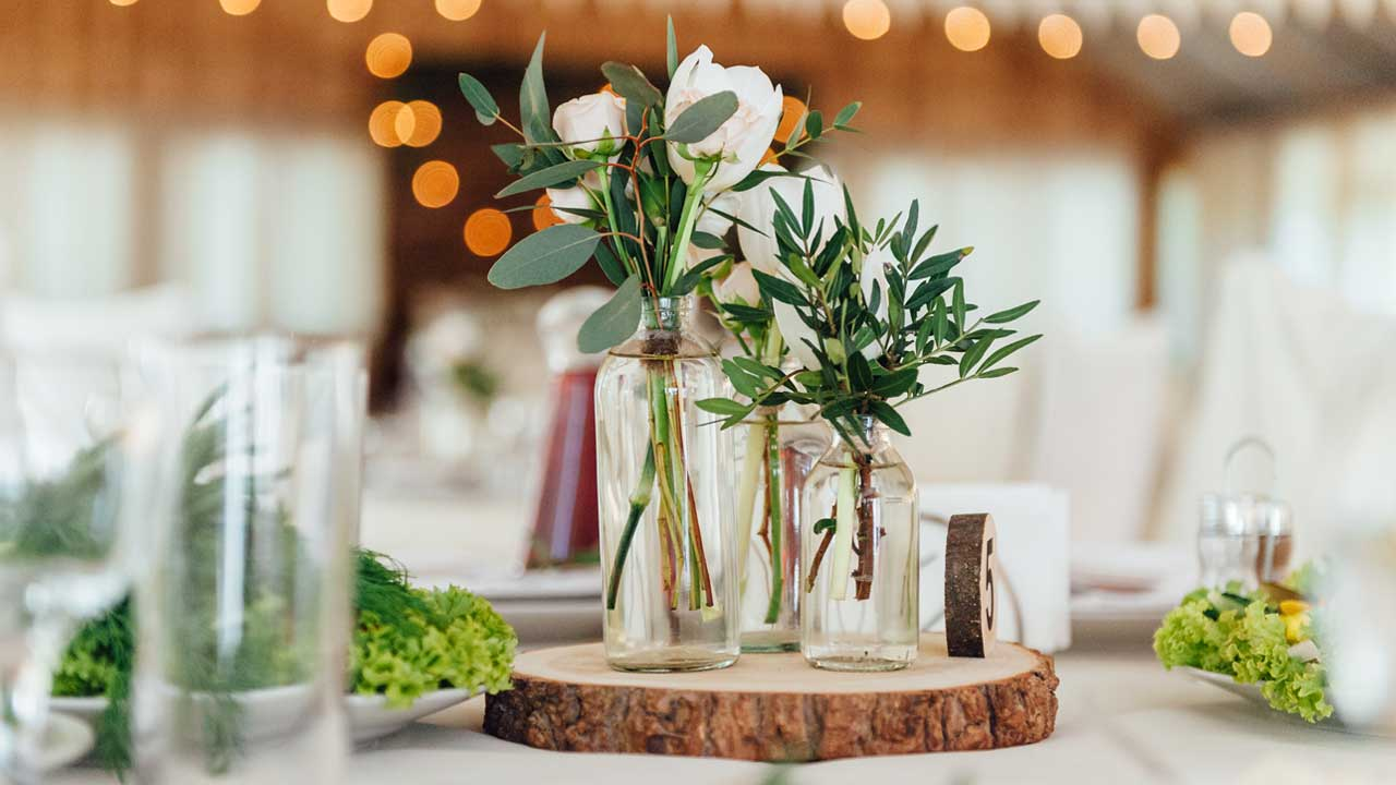 Inexpensive Centerpiece Ideas for your Party - Rustic Modern Wedding | BalsaCircle.com