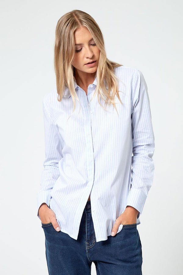 Modern Ambition work-ready women's Impression Fitted Dress Shirt in Large Blue Stripe