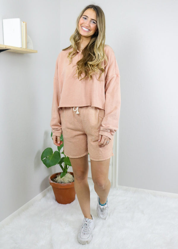 https://cdn.shopify.com/s/files/1/2790/3544/files/Everly_Peach_Shorts.mp4?v=1611782171