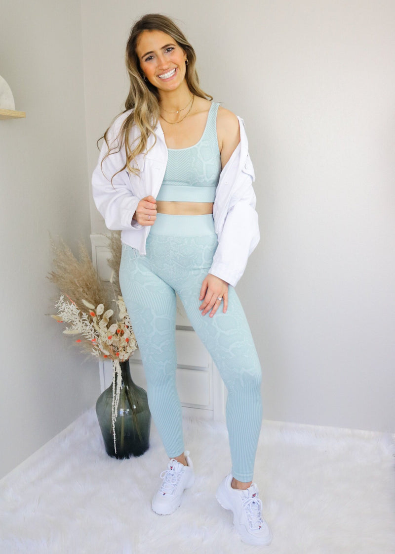 Seamless Snakeskin Sports Bra + Leggings Set Nikibiki