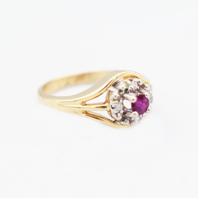 14k Yellow & WG Open Work Ruby & Diamond 0.04 tcw Ring Size 6.75