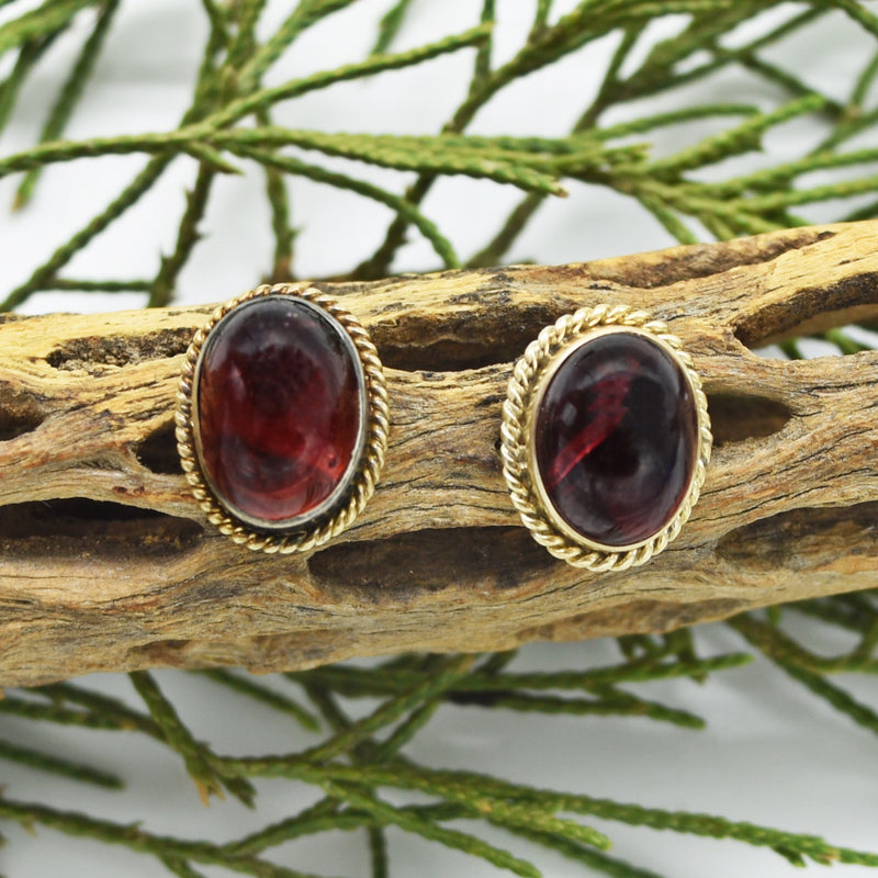 14k Yellow Gold Vintage Cabochon Garnet Post Earrings