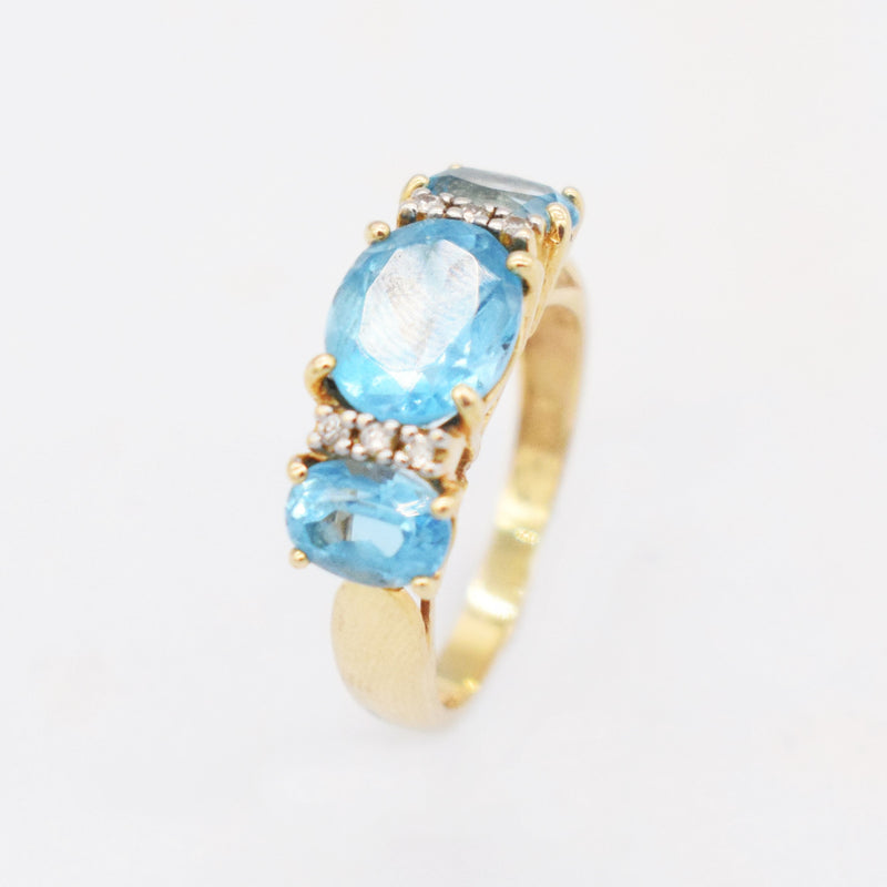 14k YG Estate 3 Stone Blue Topaz & Diamond 0.06 tcw Ring Size 8