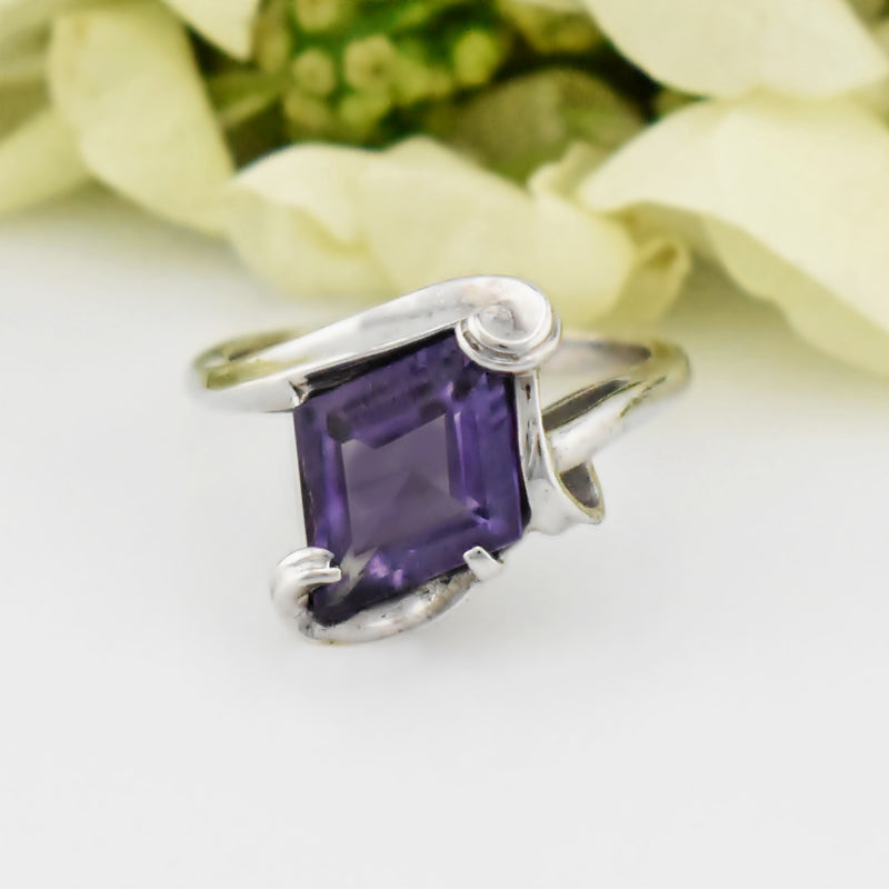 10k White Gold Estate Large Purple Sapphire Swirl Ring Size 8.25