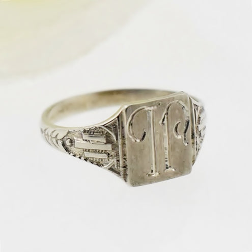 10k White Gold Carved Initial/Letter Child/Pinky Ring Size 2.75