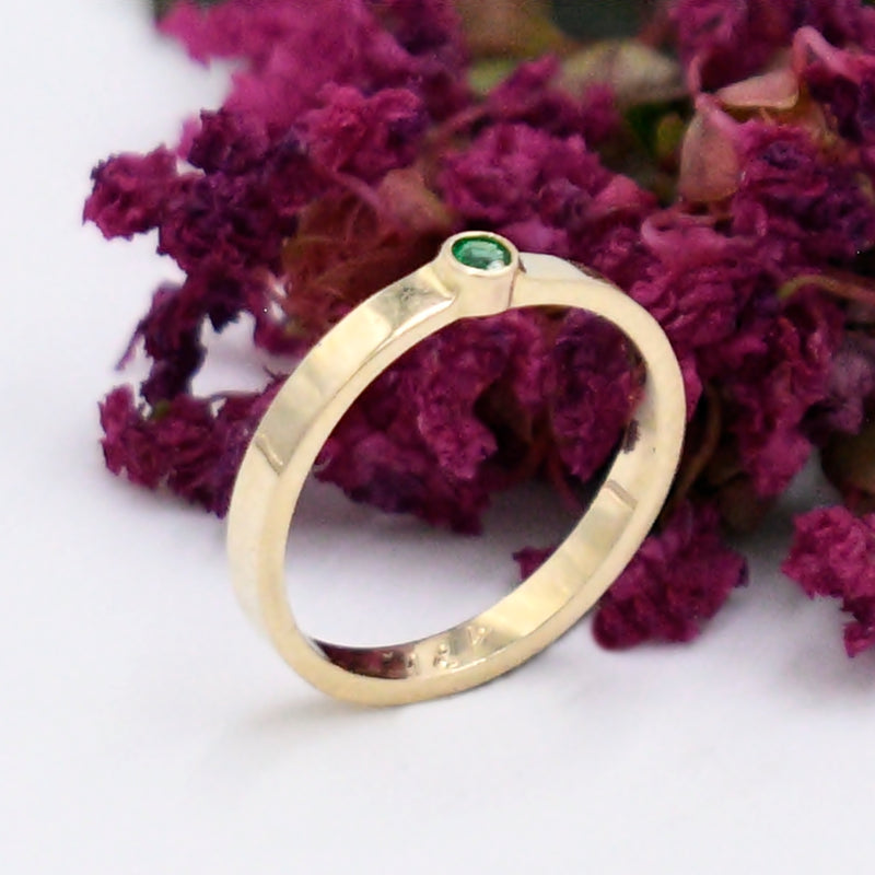 14k Yellow Gold Estate Emerald Gemstone Ring Size 2