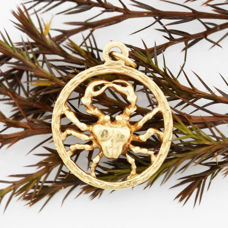 14k Yellow Gold Estate Open Circle Astrological Cancer Crab Animal Pendant
