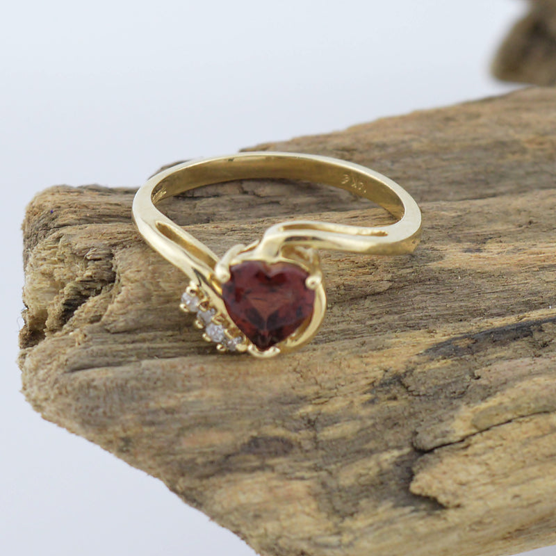 14k Yellow Gold Heart Shape Amethyst & Diamond Multistone Ring Size 6