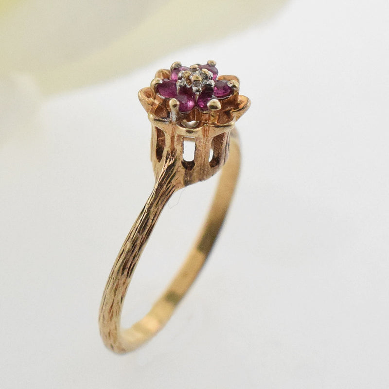 10k YG Textured Ruby/ Diamond 0.01 tcw Flower Ring Size 5.75