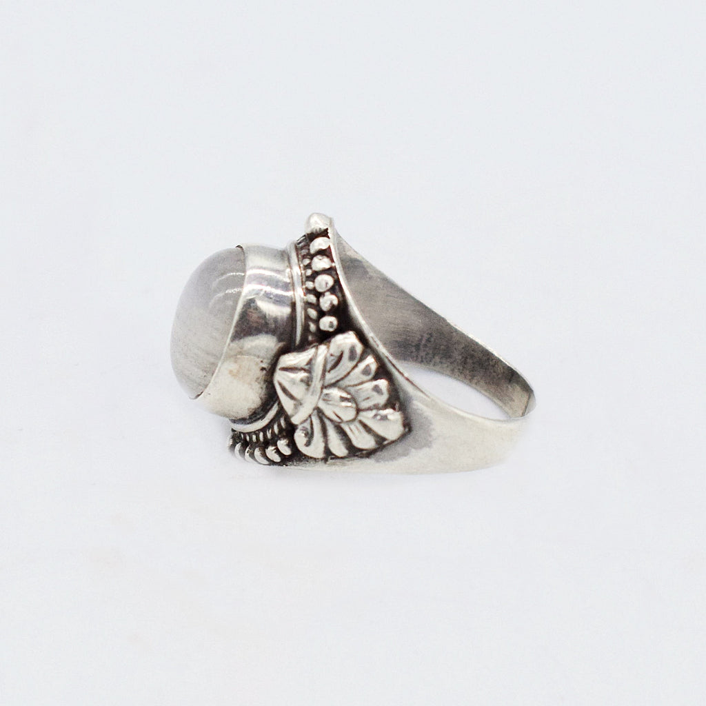 Sterling Silver 925 Carved White Opalescent Cabochon Ring Size 7.5
