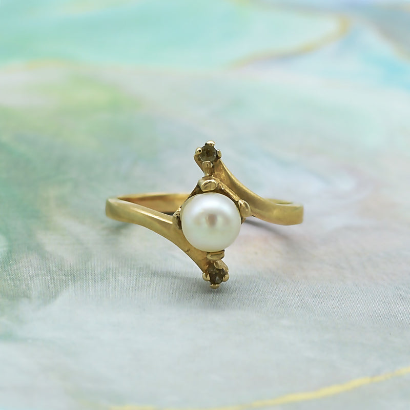 10k Yellow Gold Estate Swirl Pearl & White Quartz Ring Size 6.25