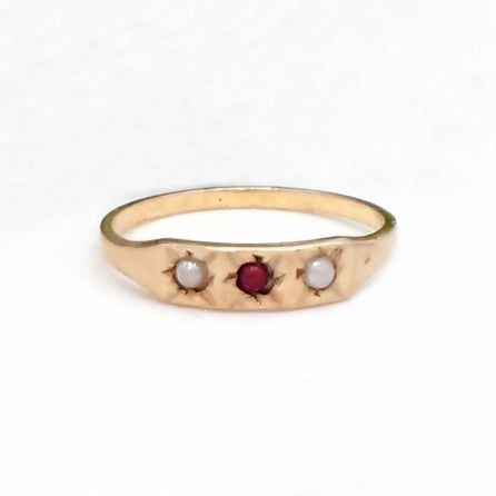 10k Yellow Gold Antique Garnet Gemstone & Pearl Baby Ring Size 1.75