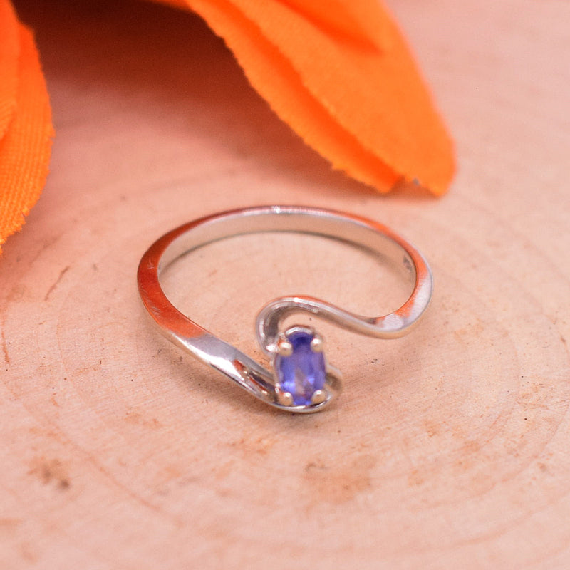 14k WG Swirl Oval Tanzanite Ring Size 7