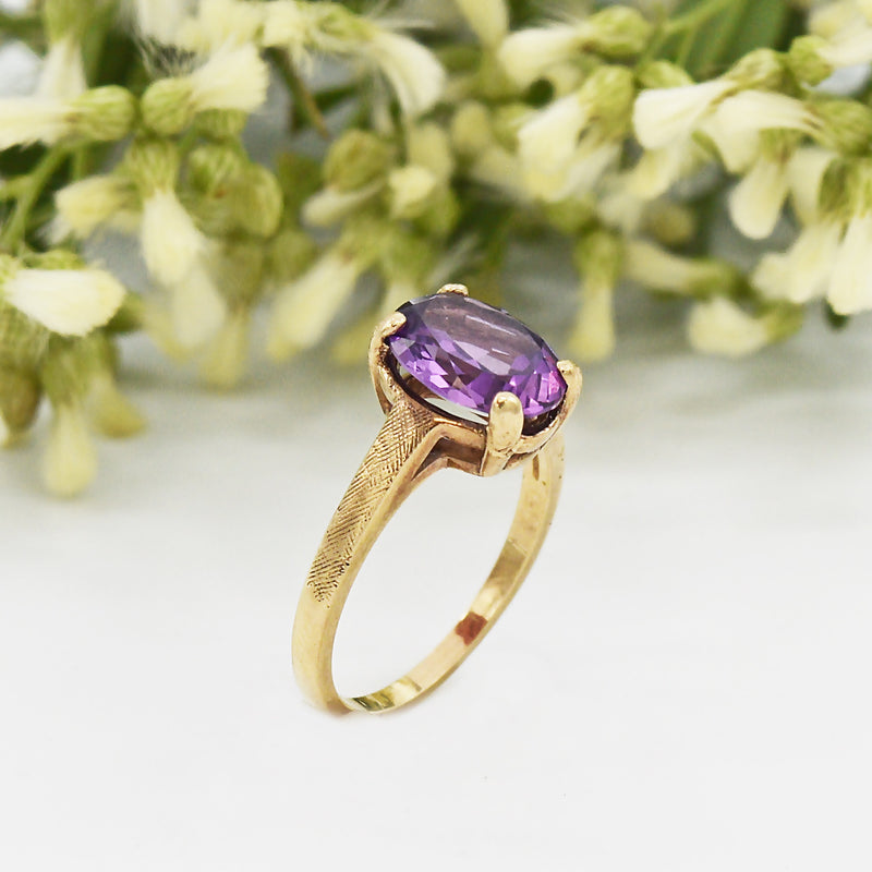 10k Yellow Gold Estate Textured Oval Purple Sapphire Ring Size 6