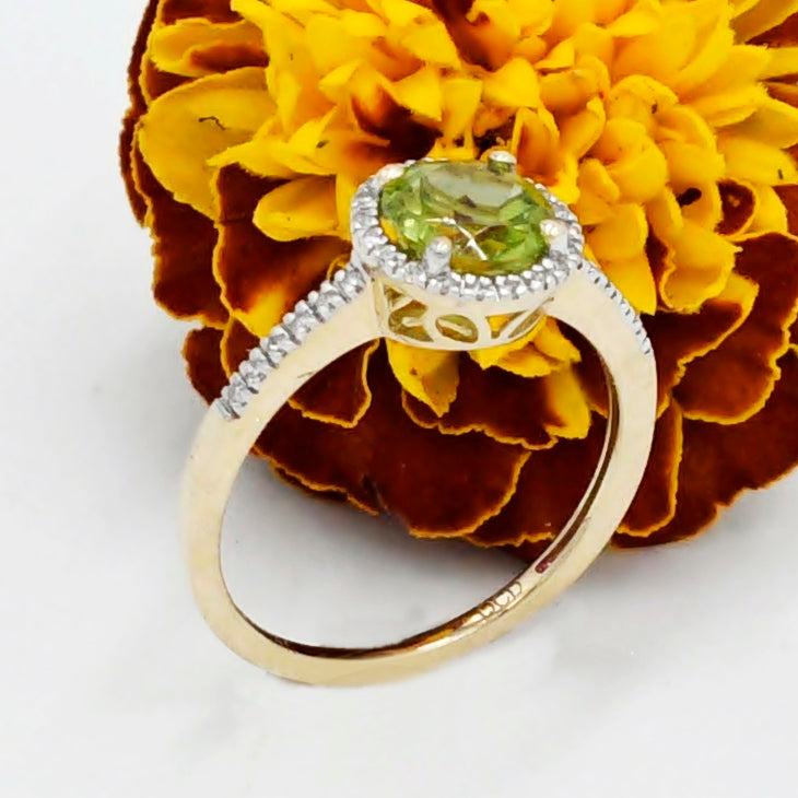14k Y&W Gold Halo Set Peridot And Diamond .28 tcw Ring Size 7.5