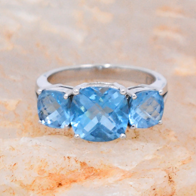 14k White Gold Estate Designer JLJ 3 Stone Tier Blue Topaz Ring Size 7