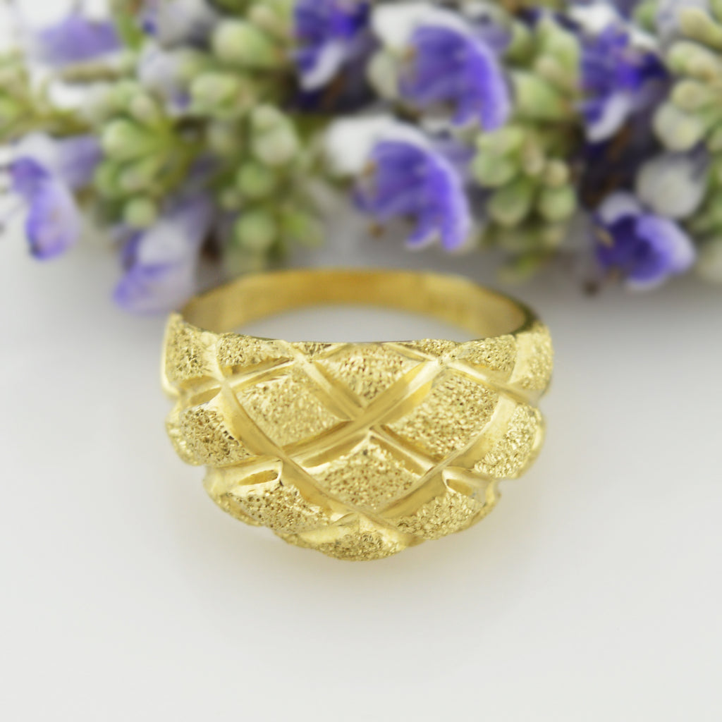 10k Yellow Gold Estate Textured Quilted Pattern Ring Size 6.75