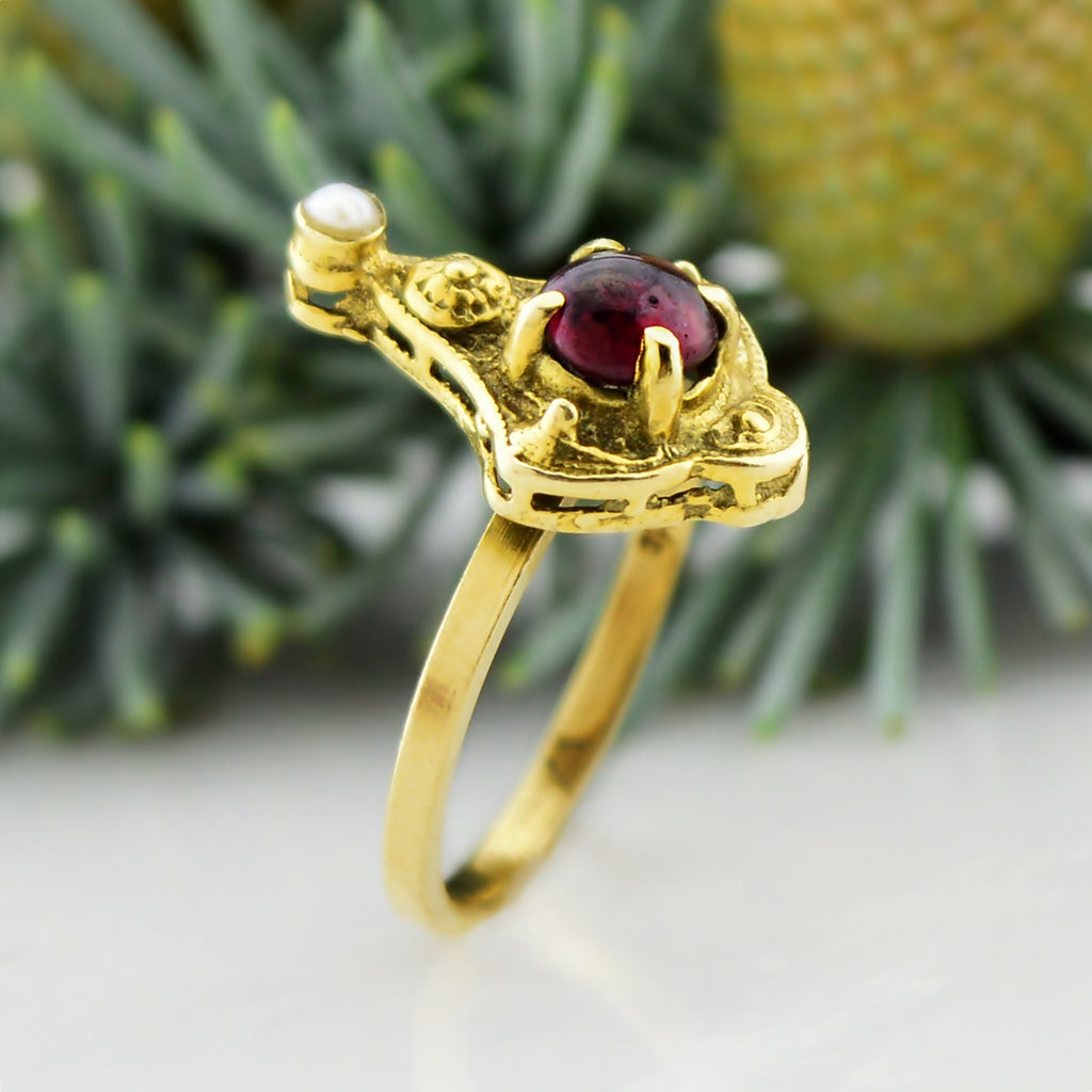 14k Yellow Gold Vintage Amethyst & Pearl Ornate Ring Size 3.25