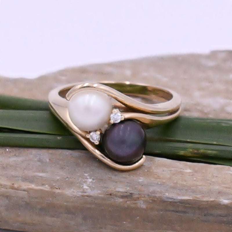 14k Yellow Gold Vintage White/Black Pearl & Diamond Ring Size 7.5