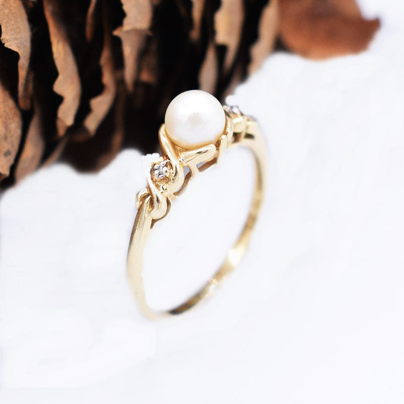 14k Yellow Gold Estate Swirl Pearl & Diamond 0.01 tcw Ring Size 9.75