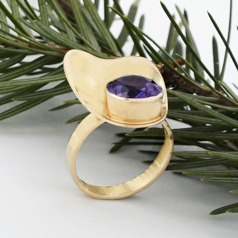 18k Yellow Gold Mid Century Modern Purple Sapphire Ring Size 6.5